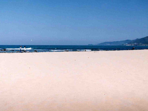 元通りの美しい浜を取り戻すことができた(4月)